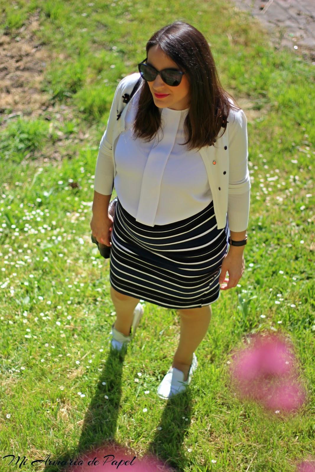 bastante agradable b99bb 18edc Outfit: Look Premamá Falda Tubo - Mi Armario de Papel