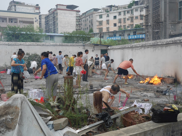 people making offerings for the Hungry Ghost Festival in Ganzhou