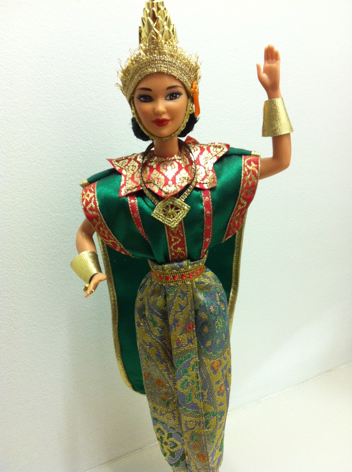 The Dolls Between Us: Barbie De-Boxed: Dolls Of The World: Thai Barbie