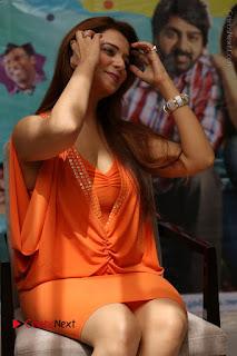 Actress Saloni Aswani Pos in Short Dress at Meelo Evaru Koteeswarudu Movie Interview  0152.JPG