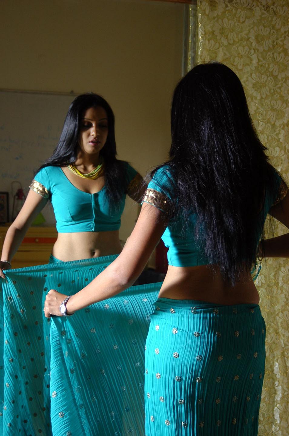 New Telugu Movie Love Chesthe Hot Exclusive Stills