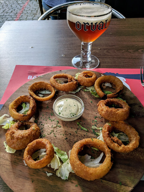 What to eat in Mons Belgium: Onion rings at Le Sherlock Holmes