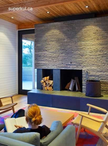 Sala de estar de cabaña moderna de madera en Ontario