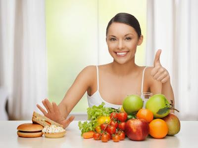 Ăn nhiều rau xanh và trái cây tươi hàng ngày