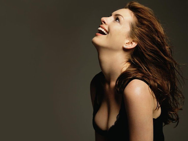 Anne Hathaway Wallpaper 04