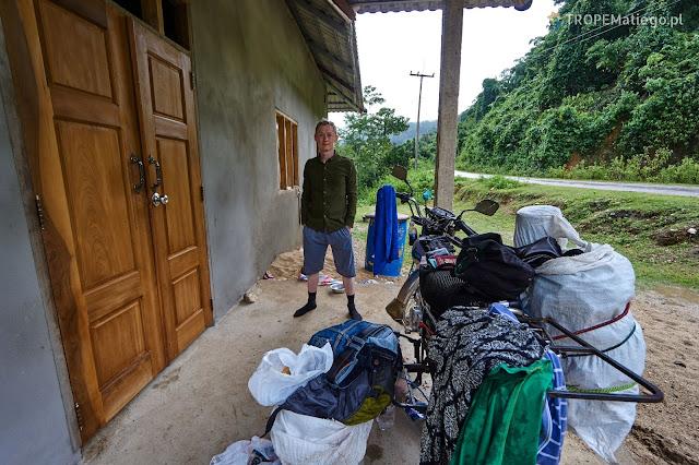 Suszenie się po burzy w Laosie