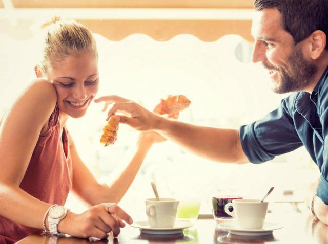 Πώς να ξέρετε αν κάποιος σας αρέσει σε απευθείας σύνδεση dating