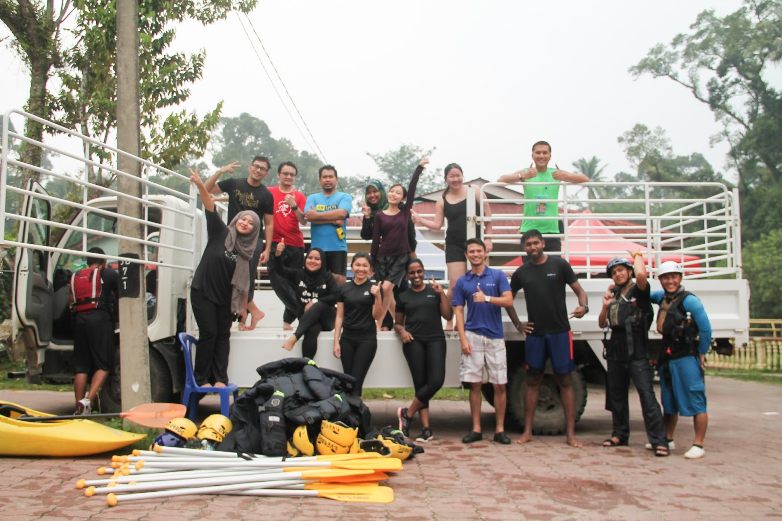 Aktiviti White Water Rafting di Riverbug Gopeng Perak