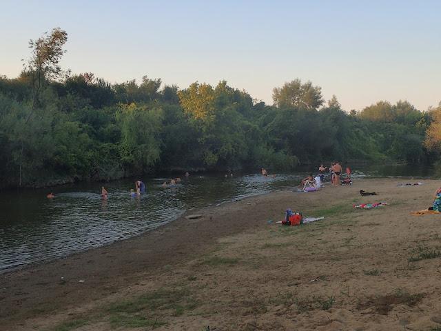 Plaża nad rzeką w Transylwanii