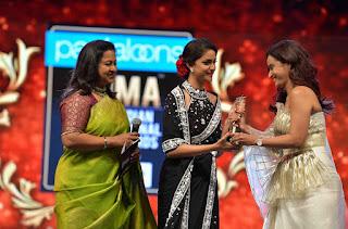 Keerthy Suresh Receiving Best Actress Award for Mahanati at SIIMA Awards 2019 5