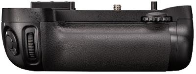 Baterai grip Nikon D7000 yang bisa kalian pasang pada bagian bawah body kamera. Baterai ini sebenarnya sama dengan kamera DSLR lainnya