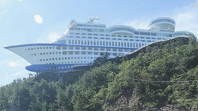 Hotel com clima de cruzeiro marítimo, com a segurança da terra firme. Querendo desfrutar desse conforto, é só chegar ali, na Cidade de Jeongdongjin, Coreia do Sul.