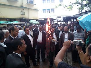 dumka-lawyers-burn-statue