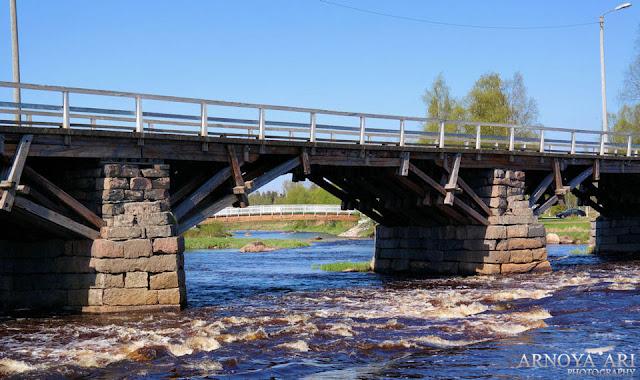 Silta on Suomen vanhin liikennöity puusilta. Se otettiin museosillaksi vuonna 1982.Pyhäjoki municipality