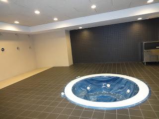 Het bad in de kleedkamer van Camp Nou