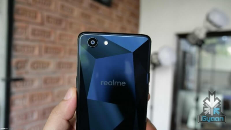 OPPO-backed Realme 1 Smartphone Spotted; A Twin Version of the F7 Diamond Black?