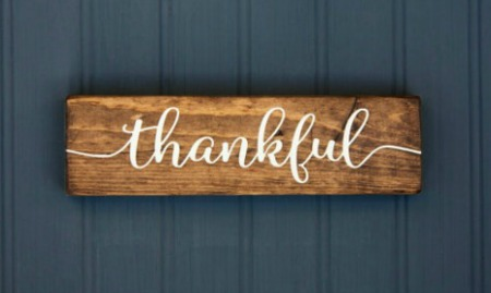 farmhouse thankful sign