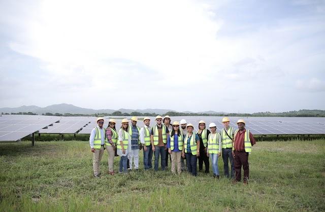 La Central Monte Plata Solar recibe delegación del gobierno y empresarios de Curazao
