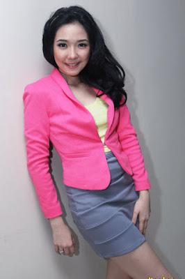 Gisella Idol seksi dan manis dengan rok mini super mulus pamer paha