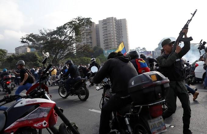 VÍDEO: veículos militares atropelam apoiadores de Guaidó