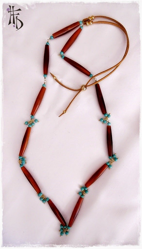 TRIBAL. Collar con cuentas de hueso y turquesas / Necklace with bone beads and turquoise