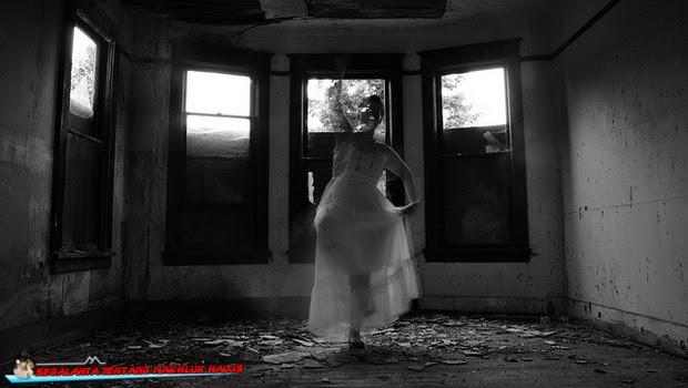 Hantu Wanita Menari