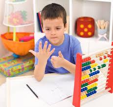 niños que cuentan con dedos son mas inteligentes