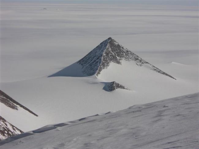 Откриха мистериозна пирамида в Антарктида