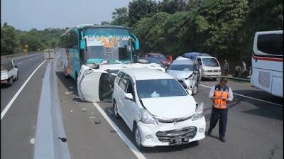 kecelakaan beruntun Tol Cipularang-Tidak ada korban jiwa