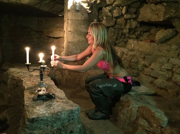 PAY-Alison-Teal-explores-catacombs (4)