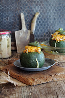 Calabacines rellenos de verduras, atún y huevo