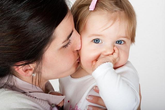 عدم تقبيل طفلك الرضيع!