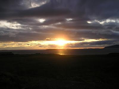 El sol de medianoche en Islandia nos regala horas de luz para excursiones