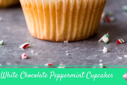 White Chocolate Peppermint Cupcakes #christmas #cupcakes