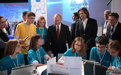 Vladimir Putin during his visit to the ProyeKTOriya national professional orientation forum.