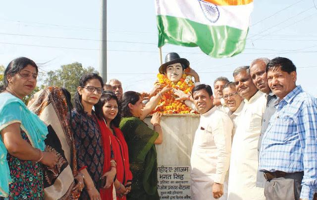 Rajan Muthareja offered his tribute to Shaheed Azam Bhagat Singh, Rajguru and Sukhdev