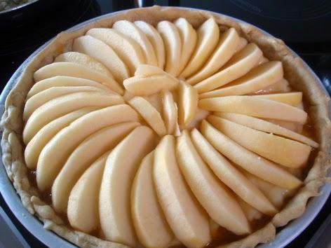 Tarta de manzana con crema lista para hornear