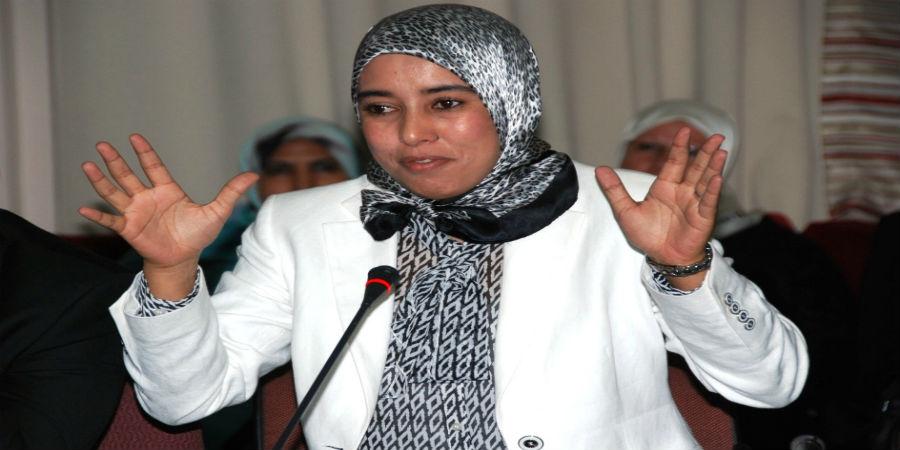 مغاربة يتضامنون مع 'ماء العينين' بعد إعترافها ويطالبون بإسقاط الإستبداد الديني داخل البيجيدي