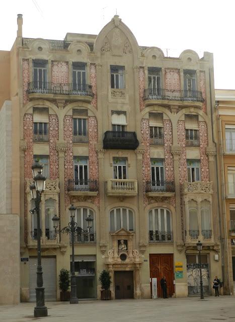 Casa Punt de Ganxo na Plaza de la Almoina
