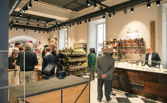 Compras no Mercato del Duomo em Milão