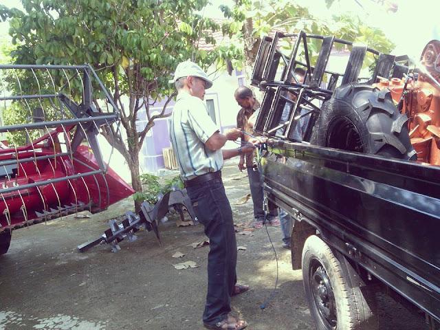 2 Hari Setelah Diganti Jadi Kadispertanak, Masjaya Distribusikan Bantuan Alsintan ke Poktan