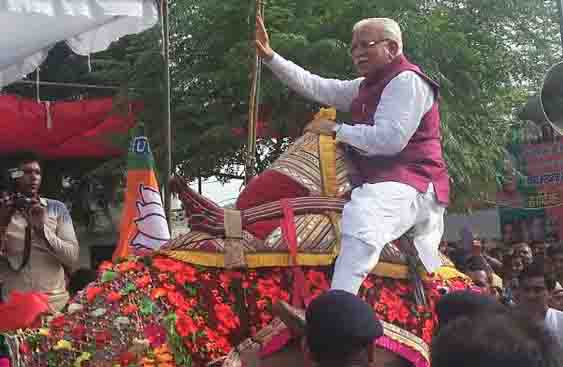 haryana-c-m-manohar-lal-enjoy-camel-riding-bhiwani