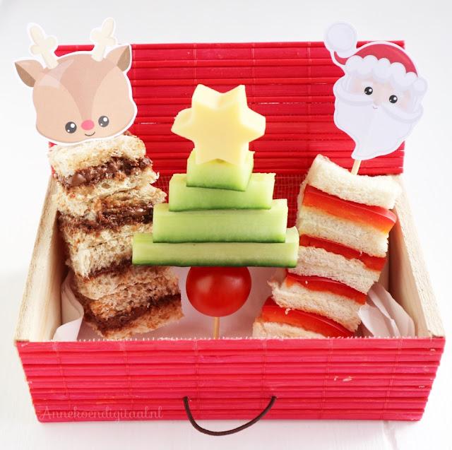 3 ideetjes voor de kerstdiner op school, school kerstdiner, kerstboompjes maken van komkommer, rudolf boterhammen met nutella, kerstman van paprika