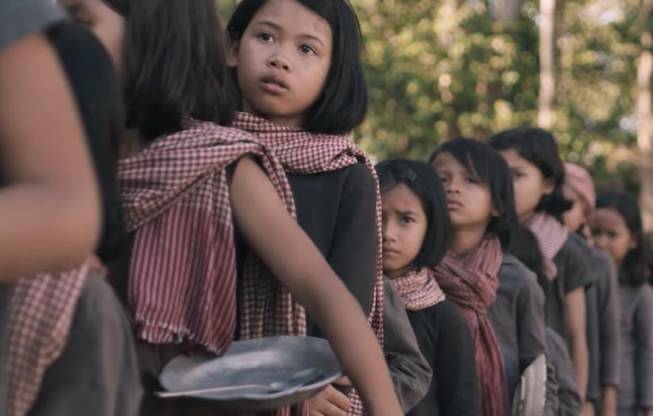 "Netflix divulga trailer de ""First They Killed My Father"", dirigido por Angelina Jolie"