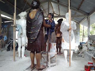 pembuatan patung etnik papua