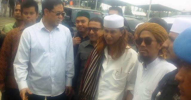 Habib Bahar Gak Boleh Ditahan, Pengacara: Ade Armando dan Victor Laiskodat Aja Gak Ditahan