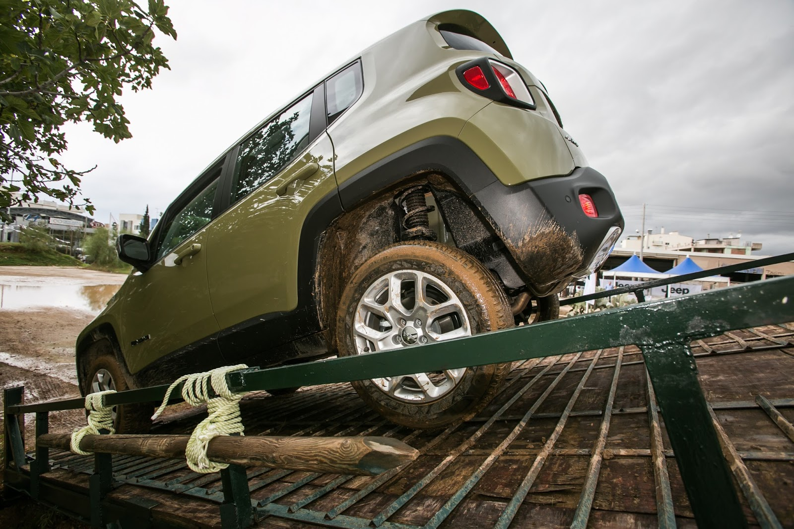 JEEP%2BCAMP GK 0414 Πετάμε ένα Jeep Renegade σε λάσπες, πέτρες, άμμο, λίμνες. Θα τα καταφέρει;