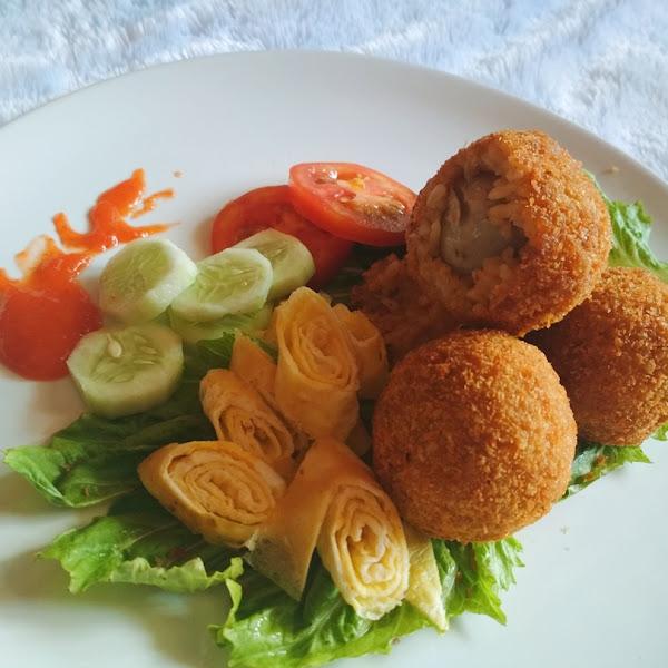 Bola-Bola Nasi Goreng Isi Bakso Salimah Food