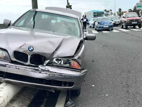 Aparatoso accidente tráfico en Juan XXIII, Las Palmas de Gran Canaria