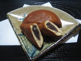 石川県金沢の銘菓、諸江屋の塩どら焼の写真です。